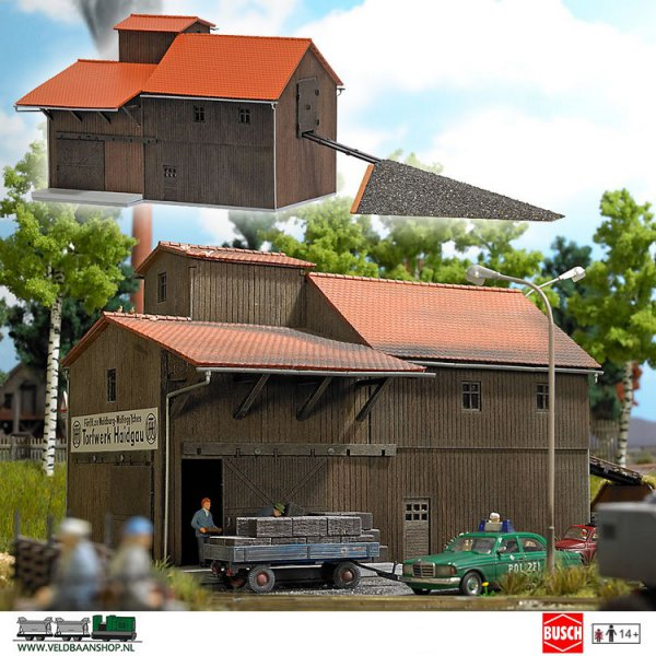 Busch 1541 bouwdoos turffabriek met oprit H0