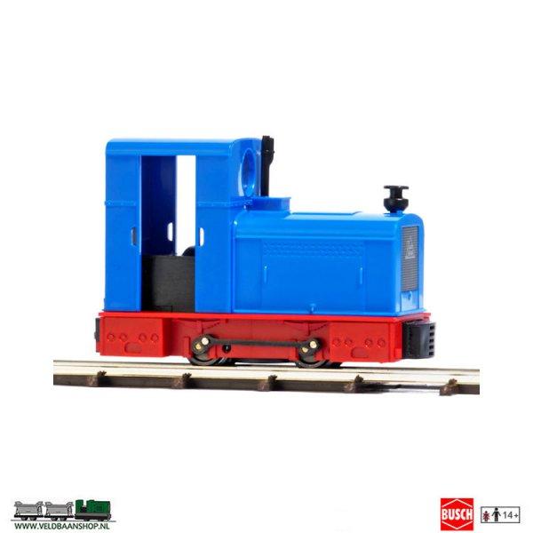 Busch 12132 veldspoor diesel locomotief Deutz OMZ 122 F blauw - rood VBeldbaanshop.nl