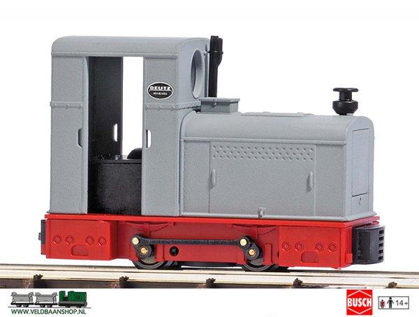Busch 12133 veldspoor Diesel locomotief Deutz OMZ 122F grijs-rood
