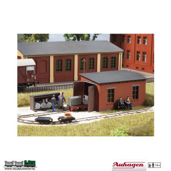 Auhagen 41708 bouwdoos locomotiefloods met tankstation H0